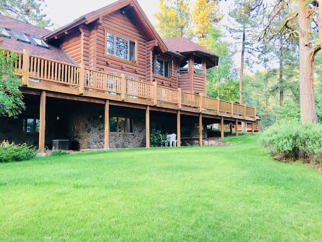 Spacious 2 bedroom Montana  forest paradise