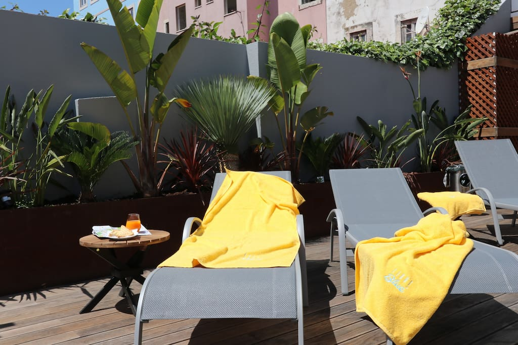 Sun lounger at the common terrace, for a sunbath after a fun time in the pool!