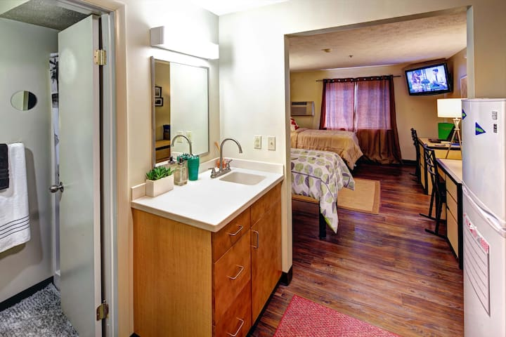 Campus Gate Apartments - Canandaigua - Apartment