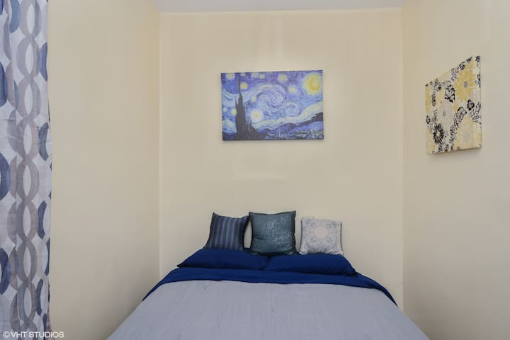 Bedroom 2 - Starry night