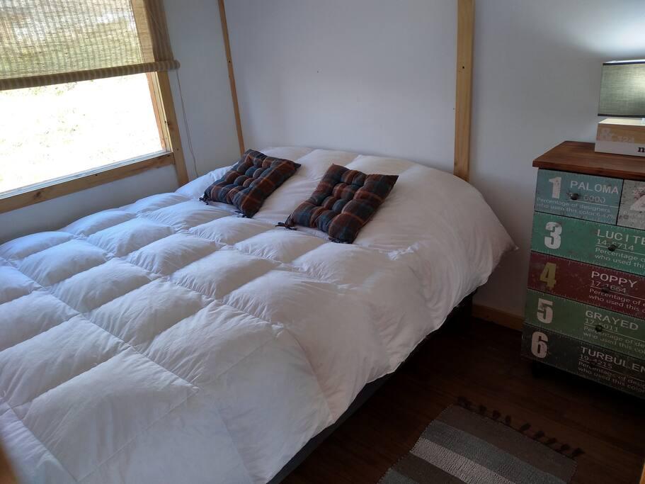 Dormitorio 1: Suave y cómoda cama matrimonial...hermosa vista...