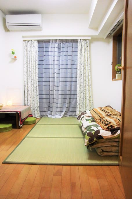 The Private room, available for 2-3 people, with Air-conditioner,  Balcony 独立的房間加全新機種空調及陽台