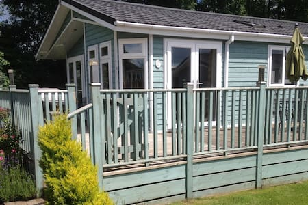 2 Bedroom Deluxe Lodge at Blossom Hill - Honiton - 牧人小屋