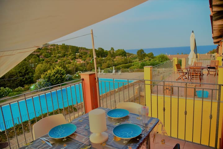 Panoramic apartment with garden and swimming pool