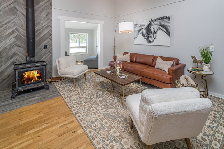 Beautifully Remodeled Little Coyote Home | Bright & Cozy Living Space with Amazing Views!