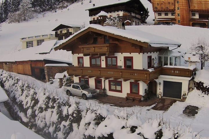 Spacious Apartment in Saalbach-Hinterglemm near Ski Lift