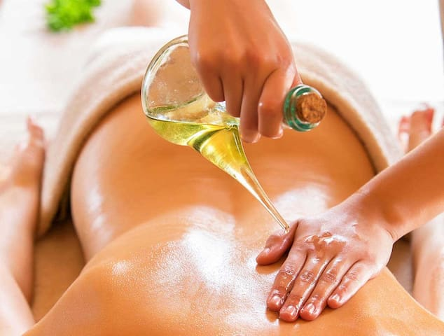 Chozu offers a variety of Japanese-inspired body treatments including Abhyanga, a soothing treatment using warm sesame oil and rhythmic strokes to heighten mind-body awareness and promote relaxation.