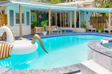 Victoria's House with Pool /Jacuzzi, heart of FTL