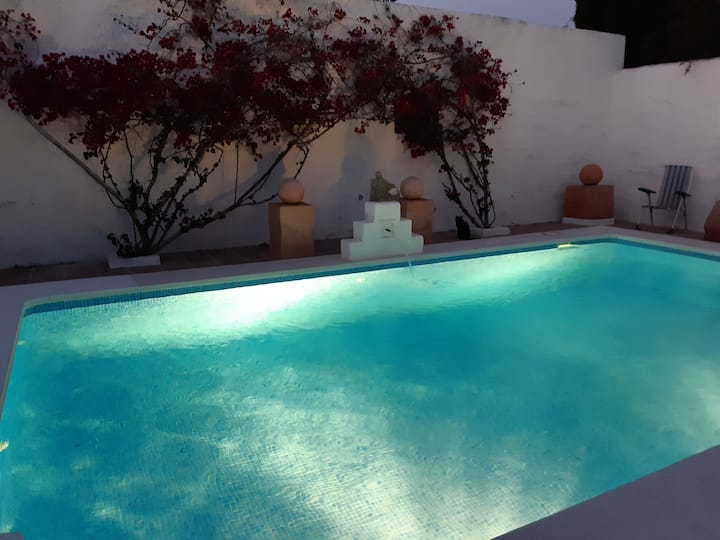 Villa with courtyard swimming pool, sleeps 4