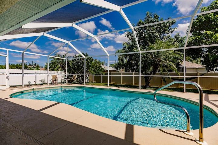 Outdoor kitchen. Hammock. Solar heated pool. Villa Family Retreat