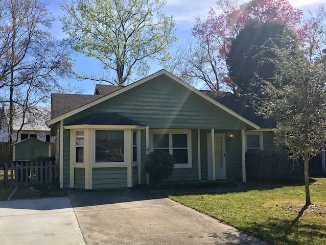 Large 2Bed/2Bath Home, Unbeatable Location!