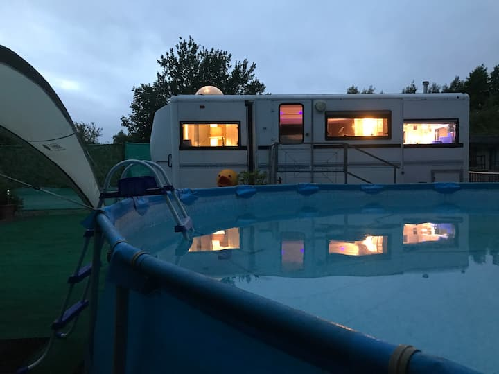 """Moonshine"" canalside trailer home"