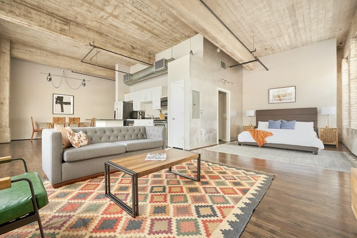 Sonder | The Hogg Palace | Gorgeous 1BR