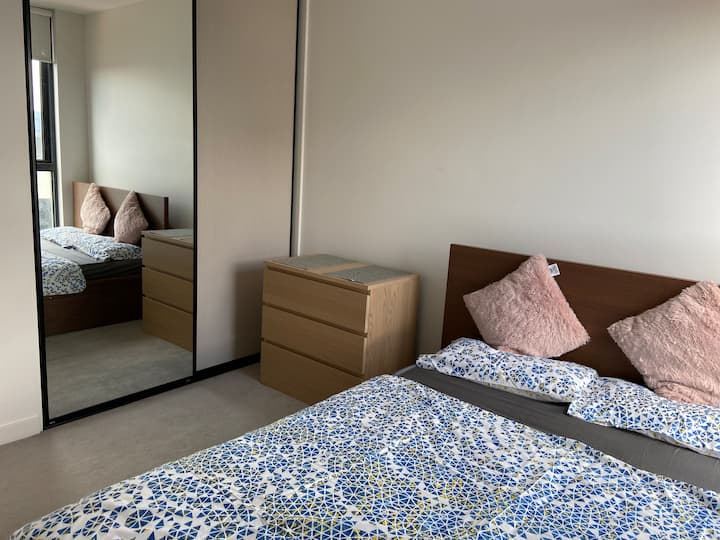 Private room with free breakfast near CBD