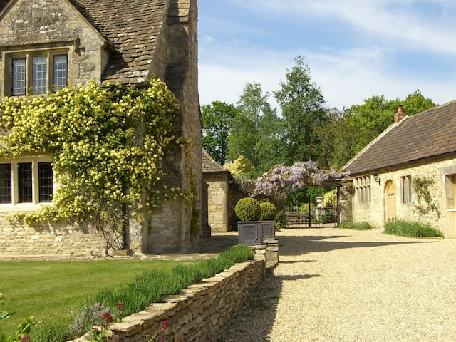 Anvil Cottage, The Green, Biddestone, SN14 7DG