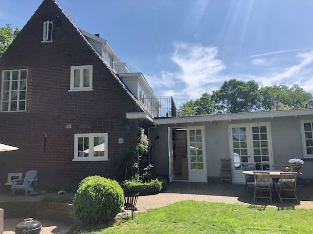 Family house with garden 20 mins from Amsterdam