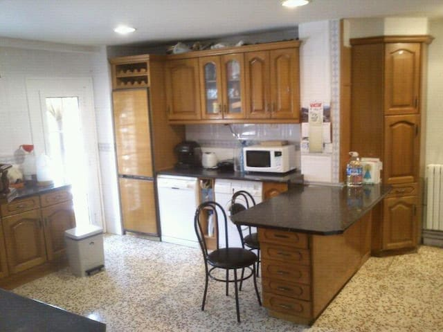 Habitación de Matrimonio disponible - Zaragoza - Apartment