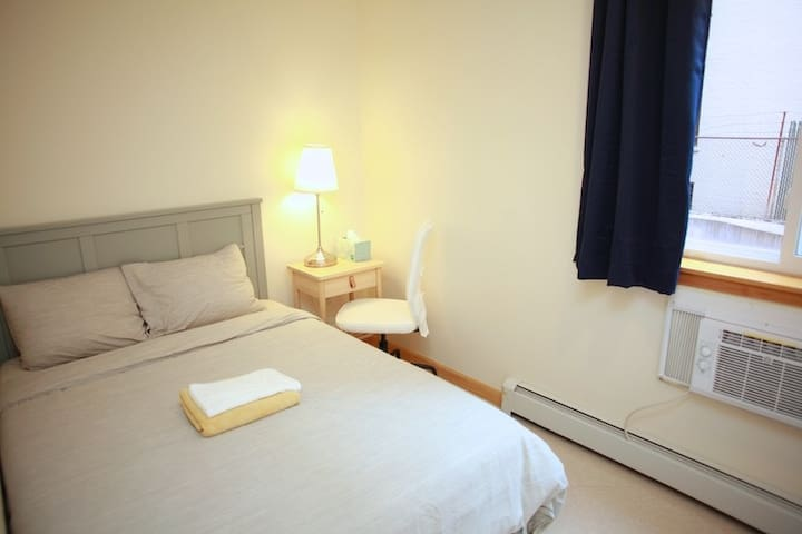 Comfort room close to subway, 20 mins to Mid-town