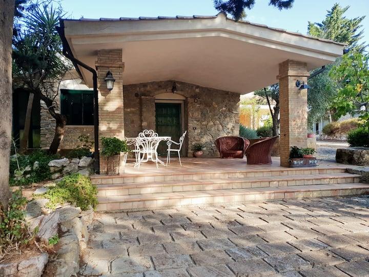 Casa nel cuore della campagna siciliana