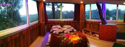 Myspace Holiday Inn - Honeymoon Suite