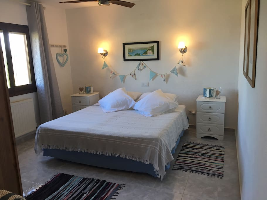 Guest room 1 - ensuite double or twin bedroom with ceiling fan. Cot available