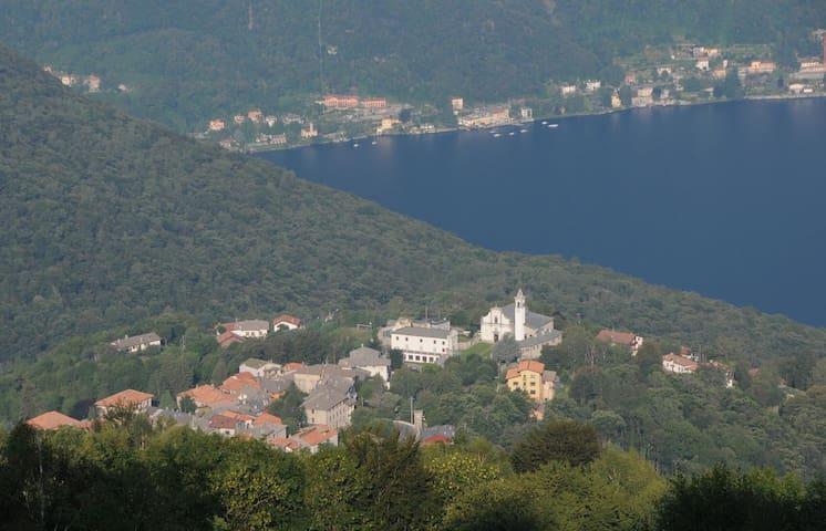 A pochi passi dal lago di Como...