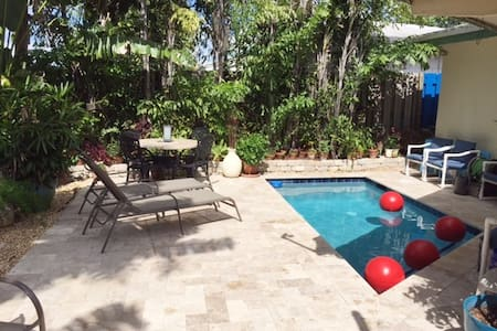 Tropical Oasis studio  Fort Lauderdale  with pool