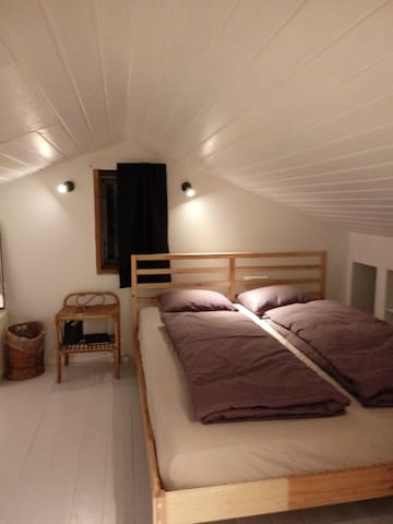 Attic room in actors home, BEST LOCATION - E