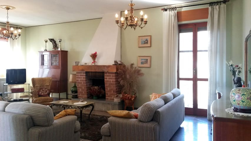Villa nel Monferrato - Vignale Monferrato - Villa