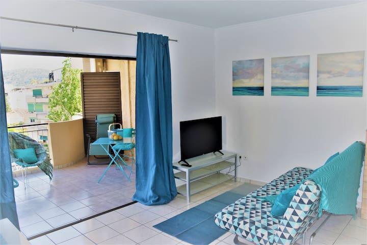 Turquoise Beach Apartment, big terrace,5min beach