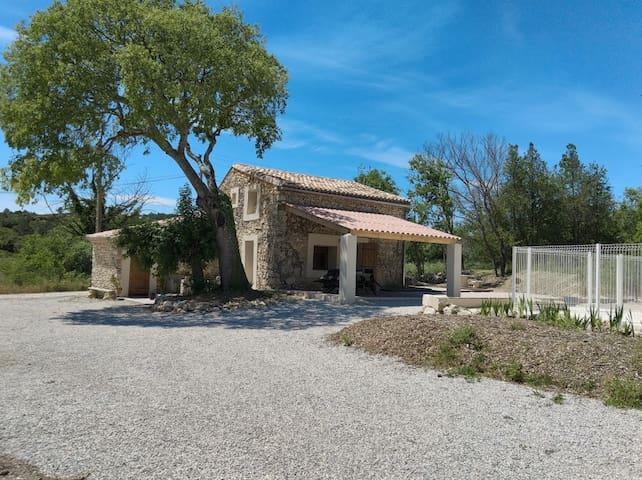 """Cottage """"Mazet Louisou"""" 30730 St Mamert du Gard"""