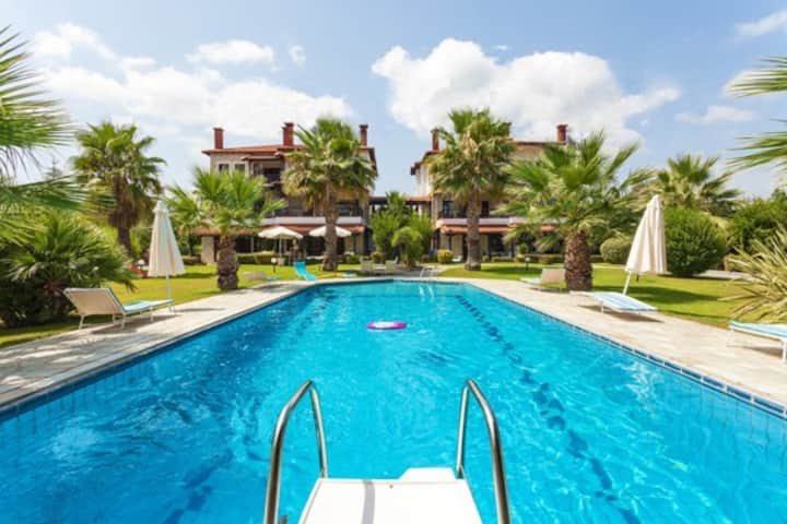 Fully equipped, 2 bedrooms pool house