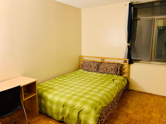 Core Downtown Toronto For Females only