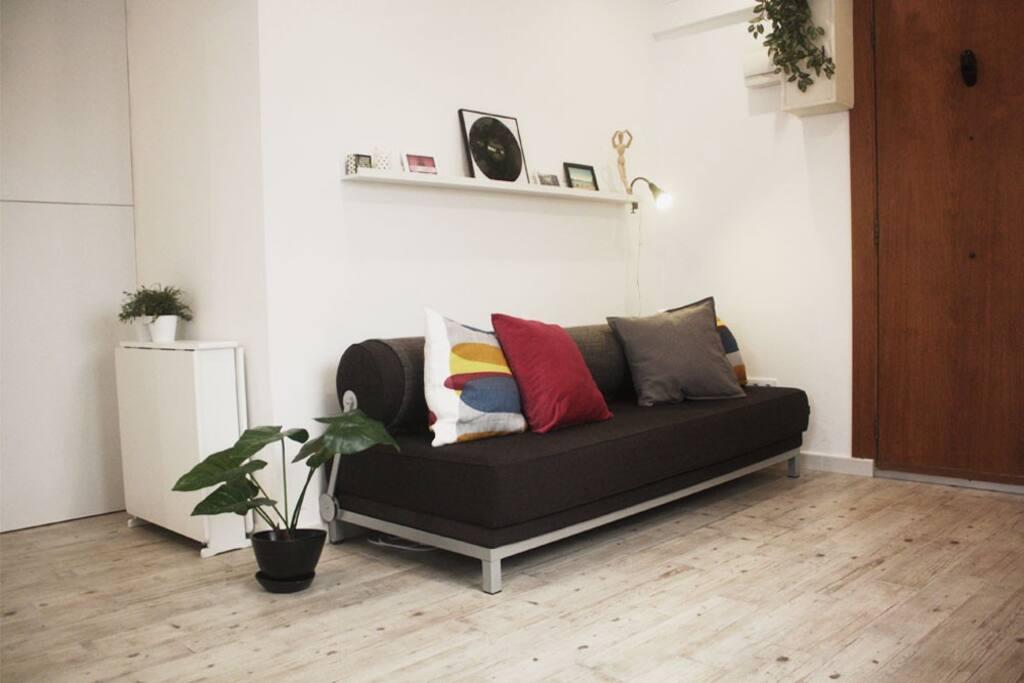 Apartamento barato centro wifi apartamentos en for Dormir en barcelona centro barato