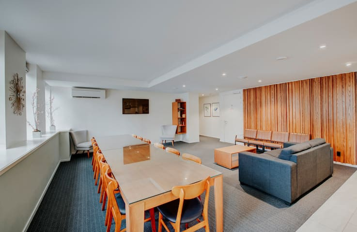 ♠ Penthouse Style Apartment + Meeting Space in CBD