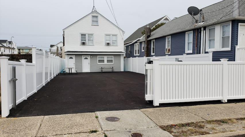 3 Bedroom Beach Home 5 Houses from Beach/Boardwalk