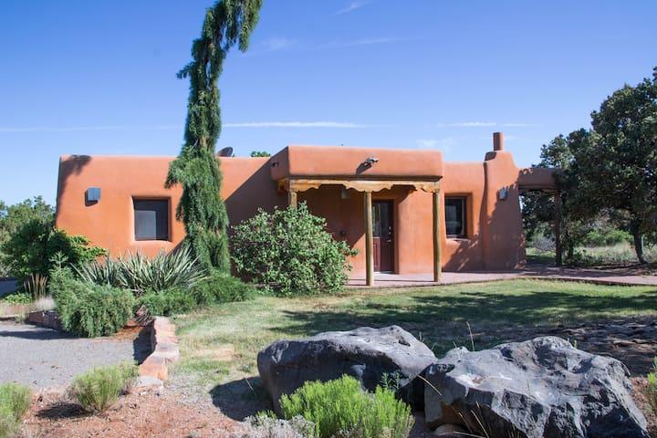 Cozy Casita in the Northern Hills of Santa Fe