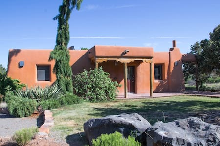 Cozy Casita in the Northern Hills of Santa Fe