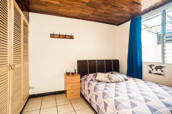 Bib room with double bed in friendly apartment - San José - Apartemen