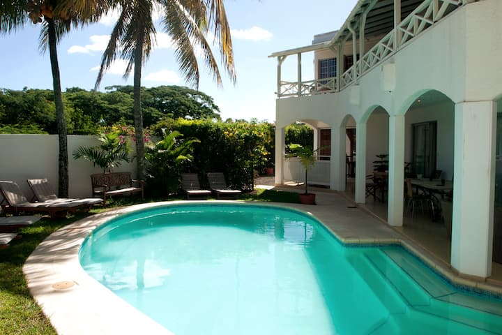 Holiday Villa in Mon Choisy for 14 persons