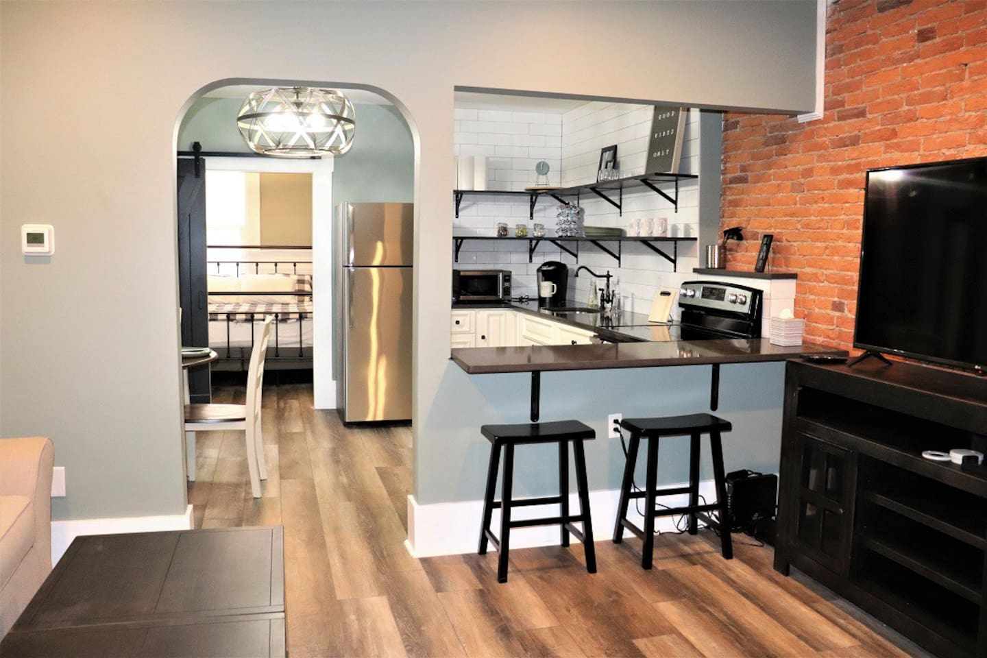 *BRAND NEW* Completely renovated 1st Floor Apt waiting for you! Relax & Stay in our upscale 2 bedroom 1 bath space!