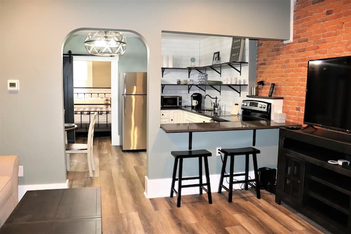 New Downtown Apt 1st Fl, Extremely Desirable Area