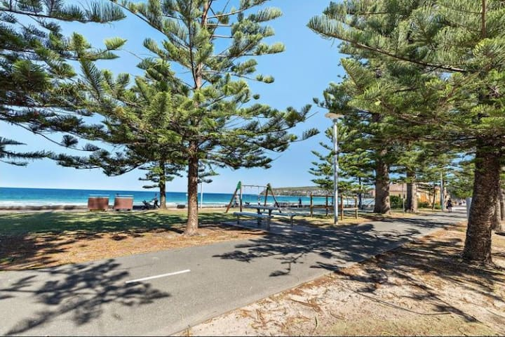 Manly Beach Front Apartment. Paradise.