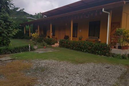 Hospedaje Poly - Río Claro - Casa de campo