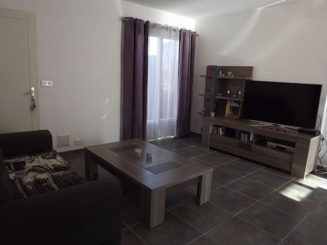 Le chatperlipopets 2 - Istres - House