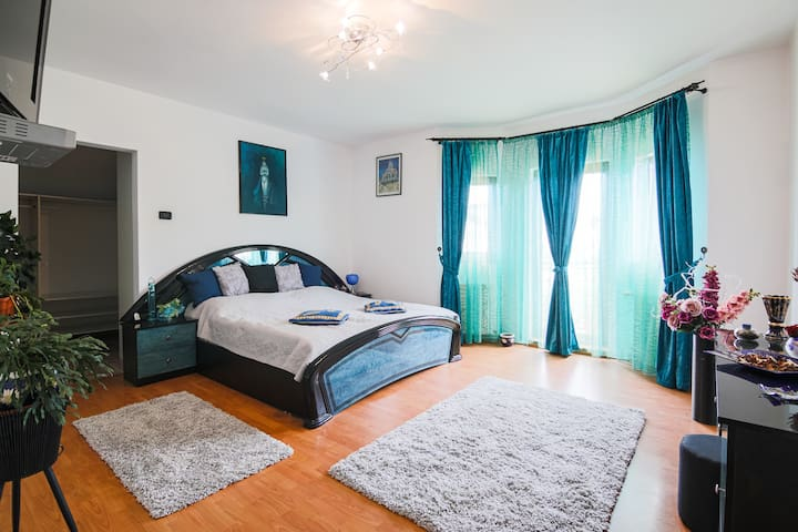 Bedroom (Domitor) 1
