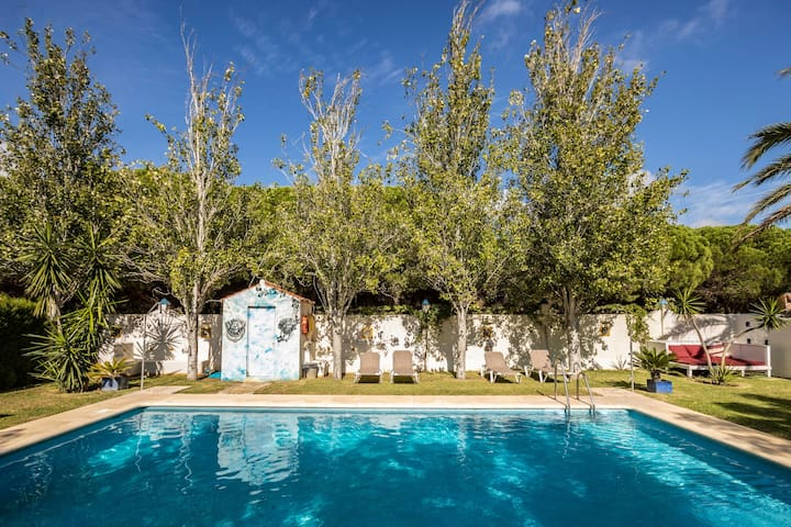 Air-conditioned B&B Cottage in Moroccan-Style with Pool, Wi-Fi and Garden; Pets Allowed