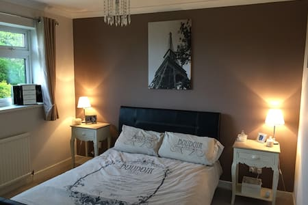 Champions League Final - 2 Bed House to Rent - Llanharan - 단독주택
