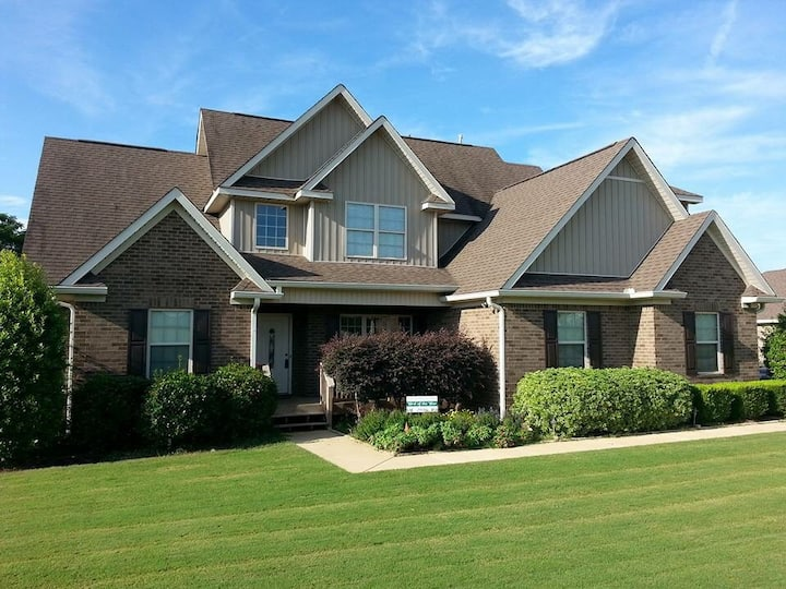 Awesome game day rental in Opelika!