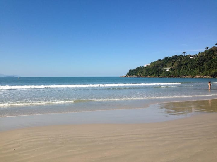 Apartamento Ubatuba, pé na areia, praia Toninhas